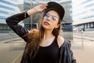 femme hipster portant un chapeau